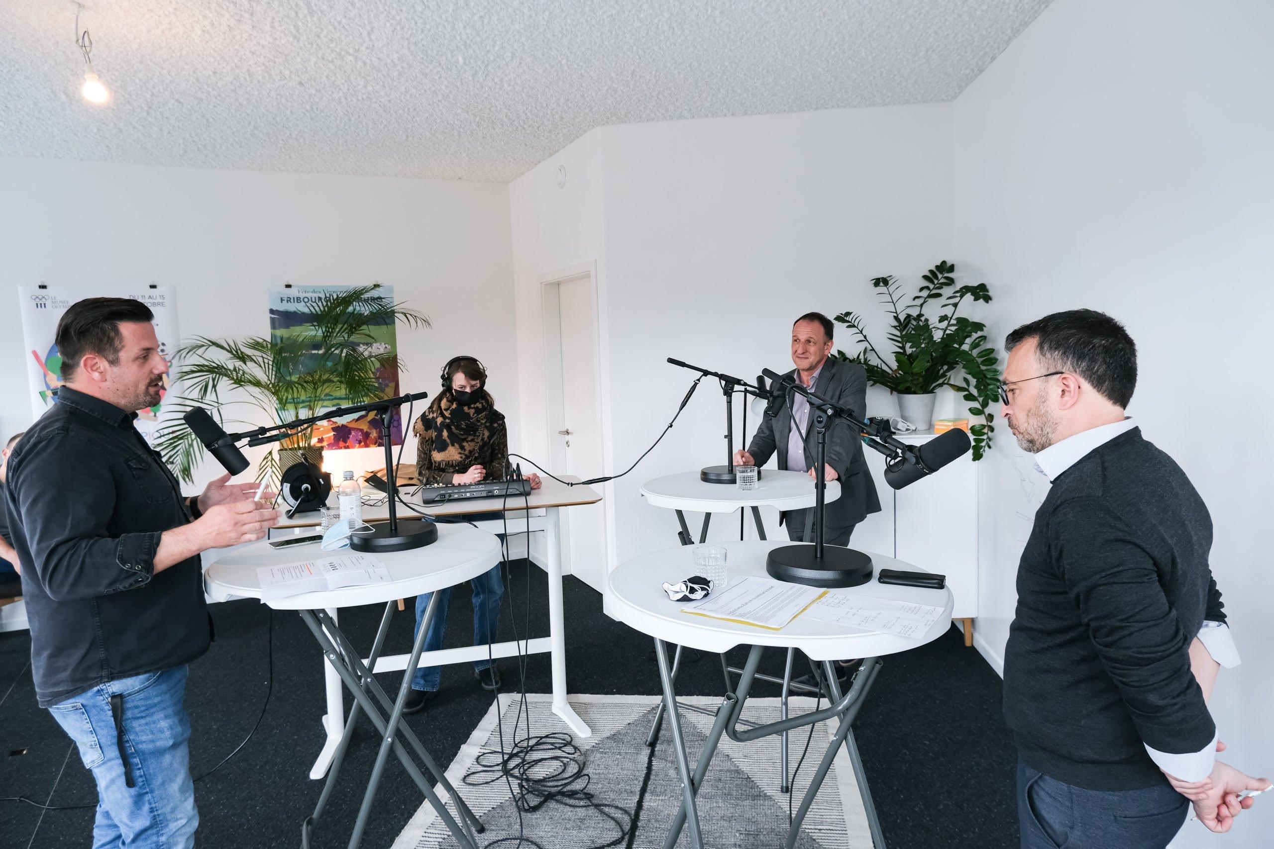 Le modérateur, Stéphane Decorvet, en discussion avec Pierre-Alain Morard et Alain Lunghi